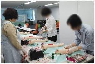 東京都ナースプラザの注射練習の写真
